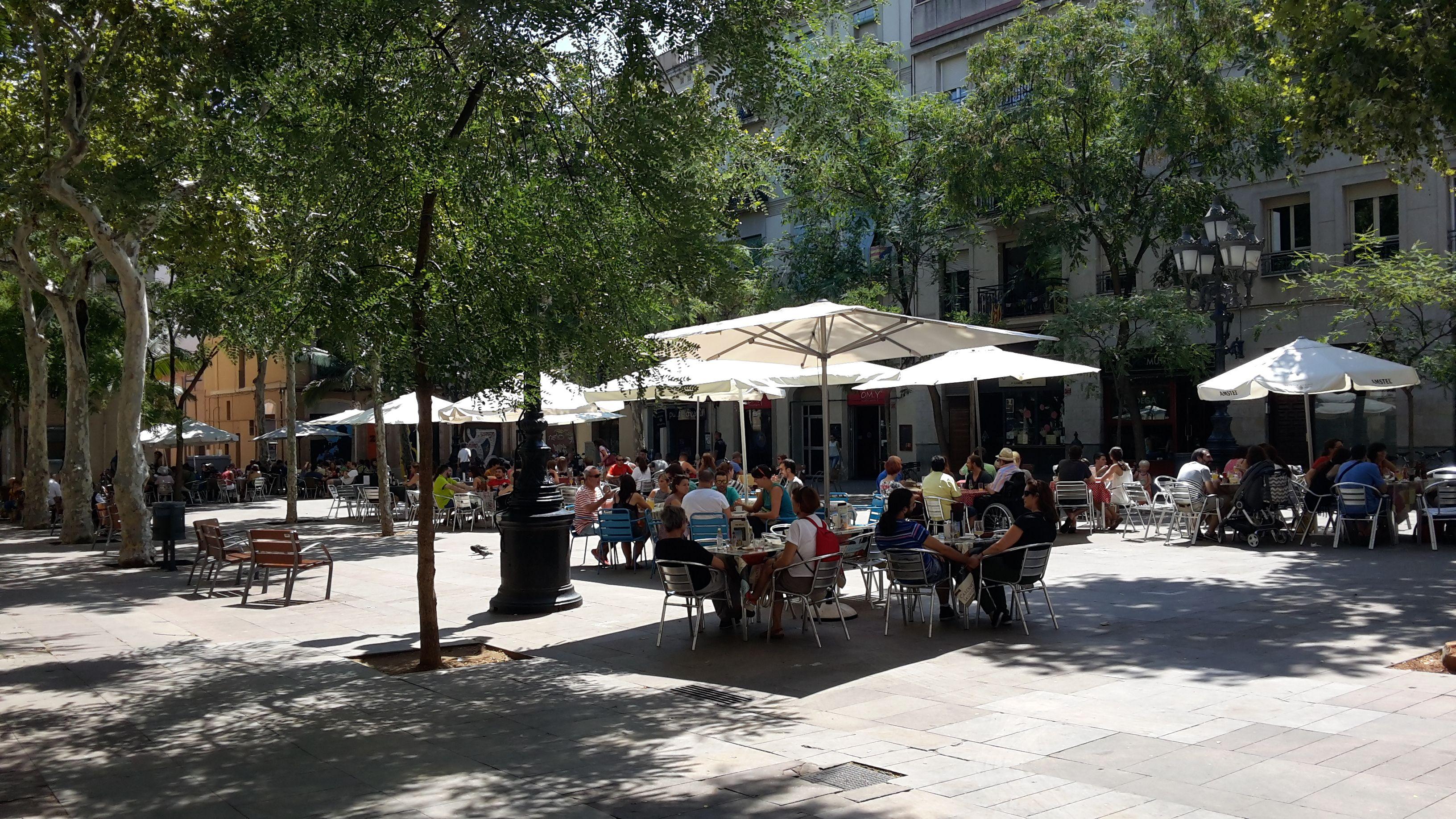 Plaça d´Osca en el barrio de Sants de Barcelona